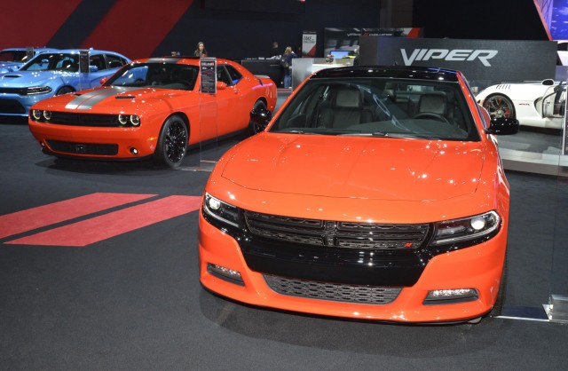 2016-dodge-challenger-and-charger-in-go-mango-2016-new-york-auto-show_100550850_m